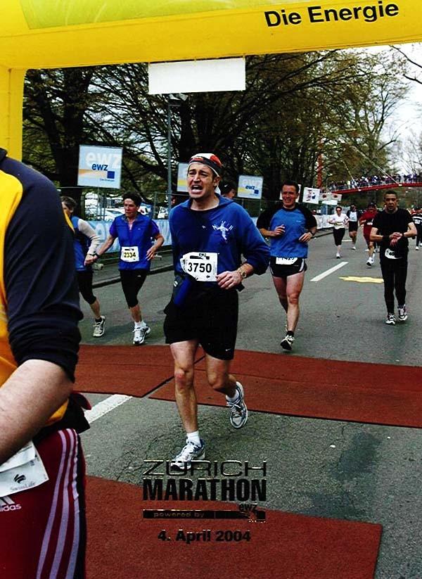 Roland Büchel beim Zieleinlauf am Zürcher Marathon